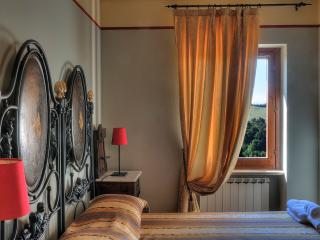 Casa Lucia: lovely house for 6 in medieval village - Montemaggiore al Metauro vacation rentals
