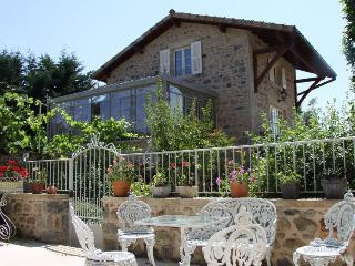 Romantic 1 bedroom Cottage in Saint Leger sous la Bussiere - Saint Leger sous la Bussiere vacation rentals