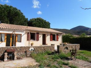 Cozy 2 bedroom House in Roquebrun with Internet Access - Roquebrun vacation rentals