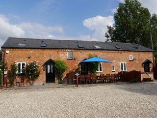 The Shakespeare Lodge LUXURY HOT TUB Sleeps 12 - Stratford-upon-Avon vacation rentals