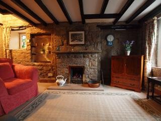 2 bedroom Cottage with Internet Access in Birchover - Birchover vacation rentals