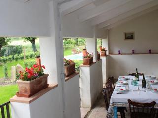 Villa Nonna, Garden Apartment - Castiglion Fiorentino vacation rentals