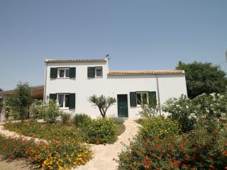 Comfortable 4 bedroom Villa in Porto Palo - Porto Palo vacation rentals