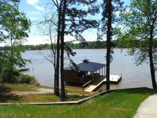 Beautiful Home on Big Water - 1 mile from 441 - Milledgeville vacation rentals