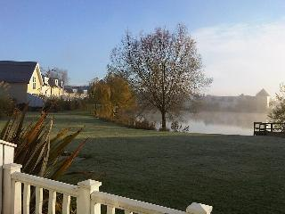 New England Style Cotswolds Lakeside Lodge - South Cerney vacation rentals
