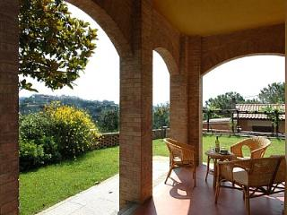 Cozy House with Deck and Shared Outdoor Pool - San Gimignano vacation rentals