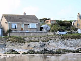 Bright Cottage with Dishwasher and Kettle - Portsoy vacation rentals