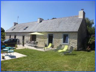 Bright 4 bedroom Gite in Ploneour Lanvern with Internet Access - Ploneour Lanvern vacation rentals