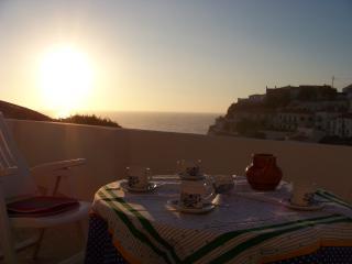 Cozy 2 bedroom Chalet in Azenhas do Mar with Internet Access - Azenhas do Mar vacation rentals