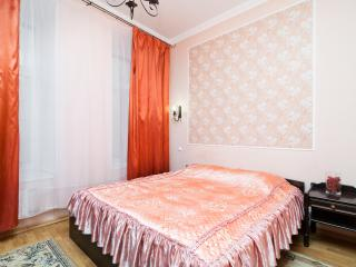 Centre. Nevsky 300 m.3 bedroom - Saint Petersburg vacation rentals