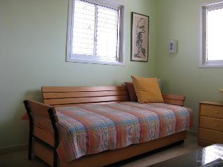 Cozy 1 bedroom Apartment in Netanya - Netanya vacation rentals