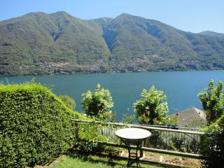 Sunny 1 bedroom Laglio Condo with Internet Access - Laglio vacation rentals