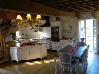 Nice House with Television and Microwave - Pignone vacation rentals