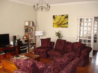 Spacious 4 bedroom Saint Jean d'Angely Townhouse with Television - Saint Jean d'Angely vacation rentals