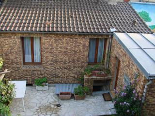 Small House  Villejuif - Villejuif vacation rentals