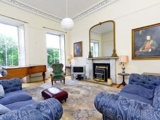 CENTRAL 7 BEDROOM TOWNHOUSE - sleeps up to 26 - Edinburgh vacation rentals