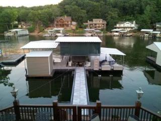 4 Bedroom -Lake Front -12'x28' boat slip -No Wake - Osage Beach vacation rentals