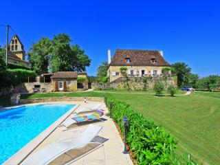 Le presbytere Manor 5* Heated pool Air Condit.parc - Saint-Julien-de-Lampon vacation rentals