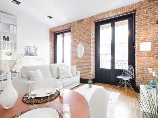 Sweet Gran Via apartment - Madrid vacation rentals