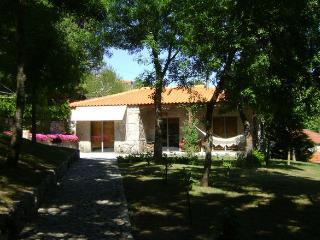 CASA DA EIRA - Casa com 1 Piso - Santa Marinha do Zezere vacation rentals