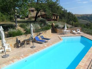 5 bedroom Farmhouse Barn with Internet Access in Gualdo - Gualdo vacation rentals