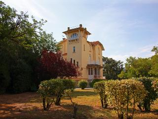 Nice Gite with Internet Access and Television - Puicheric vacation rentals