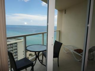 LA PERLA OCEANFRONT ON THE BEACH 1/1.5 ON THE 17FL - Sunny Isles Beach vacation rentals