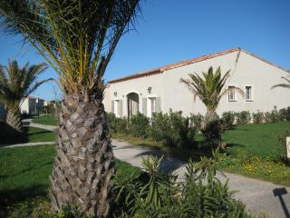 Lovely 2 bedroom Gard Villa with Internet Access - Gard vacation rentals