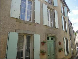 The Cathar Cottage - Rustiques - Badens vacation rentals