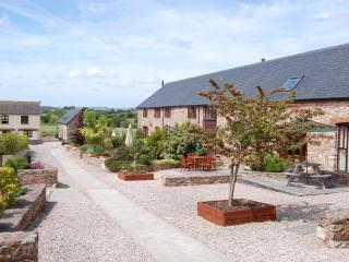 Spacious Barn with Internet Access and Outdoor Dining Area - Ipplepen vacation rentals