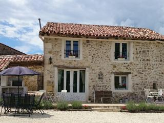Beautiful 3 bedroom Montbron Gite with Internet Access - Montbron vacation rentals