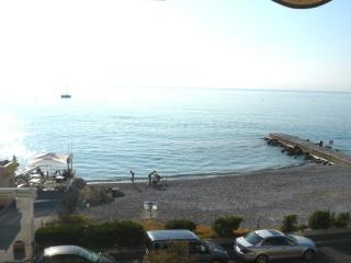 Studio Aigue Marine face mer - Villeneuve-Loubet vacation rentals