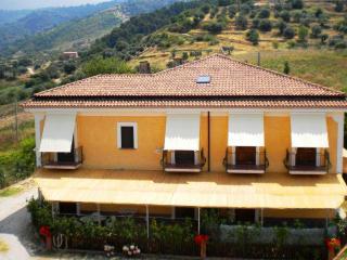 Lovely 2 bedroom San Mauro Cilento Farmhouse Barn with Internet Access - San Mauro Cilento vacation rentals
