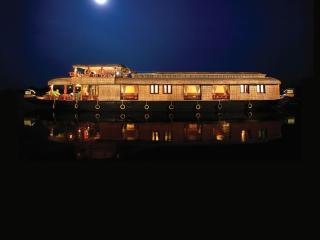 SAAMs Luxury House Boat Kerala - Kumarakom vacation rentals
