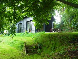 Cozy 2 bedroom Pont-L'Eveque Barn with Internet Access - Pont-L'Eveque vacation rentals