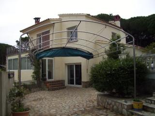 Beautiful, Big, 5 bedroom house - VILLA MONTGO - L'Escala vacation rentals