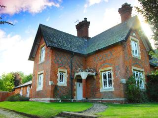 Charming 3 bedroom House in Wokingham - Wokingham vacation rentals