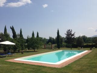 Charming countryside villa in Gragnano, Tuscany with private pool, sleeps up to 6 - Gragnano vacation rentals