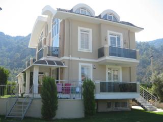 2 bedroom Apartment with A/C in Icmeler - Icmeler vacation rentals