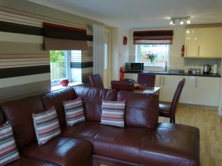 2 bedroom Bungalow with Satellite Or Cable TV in Inverness - Inverness vacation rentals