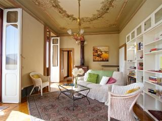 2 bedroom Villa with Internet Access in Cadegliano Viconago - Cadegliano Viconago vacation rentals