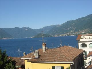 Spacious family apartment with a lake view - Bellagio vacation rentals