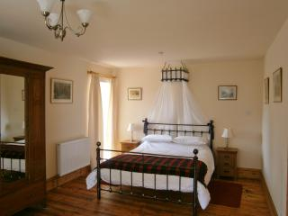 Perfect 1 bedroom Fort Augustus Apartment with Internet Access - Fort Augustus vacation rentals