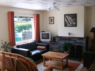 Lovely Bungalow with Dishwasher and Television - Landrake vacation rentals