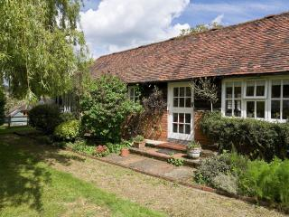 Stable Cottage - Hamptons Farmhouse - Plaxtol vacation rentals