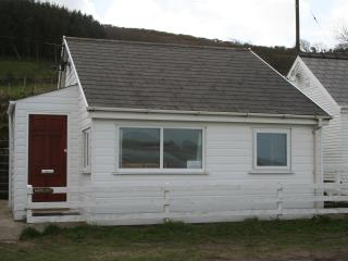 Beautiful 2 bedroom Beach hut in Saint Dogmaels - Saint Dogmaels vacation rentals