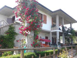 B&B Le Tre Bandiere (trilocale max 8 pers.) - Puegnago sul Garda vacation rentals