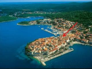 Lovely 1 bedroom Guest house in Korcula Town with Internet Access - Korcula Town vacation rentals