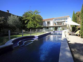 4 bedroom Villa in Pezenas, Languedoc, France : ref 2000107 - Pezenas vacation rentals