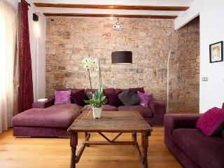 Penthouse Luxury Paseo - Peratallada vacation rentals